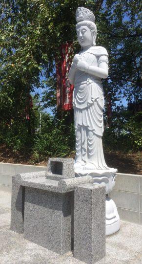 東勝寺(とうしょうじ)に建立した聖観音像の写真